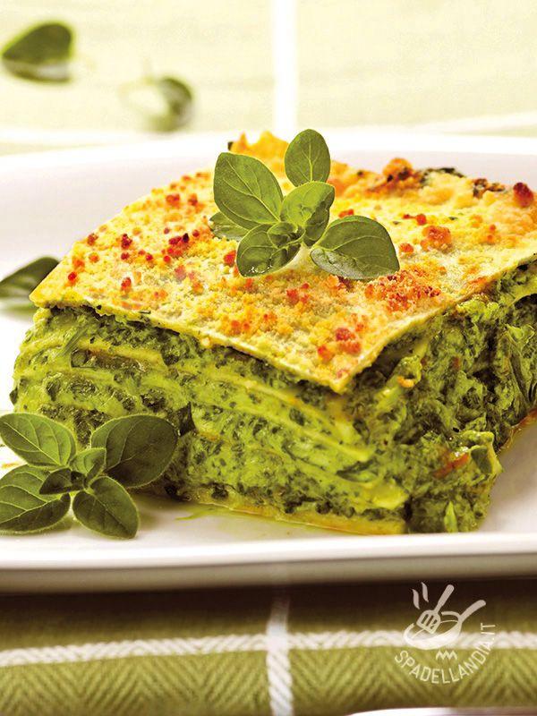 Le Lasagne al pesto di rucola e pinoli sono un originale primo di pasta al forno sano e nutriente, a base di genuine verdure di stagione!