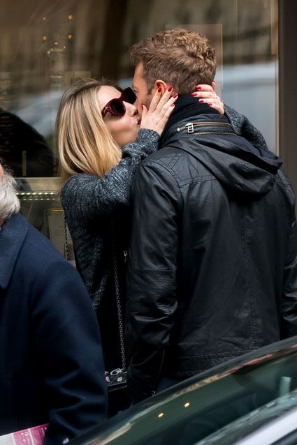 Chris Martin got caught making out with Annabelle Wallis in Paris!