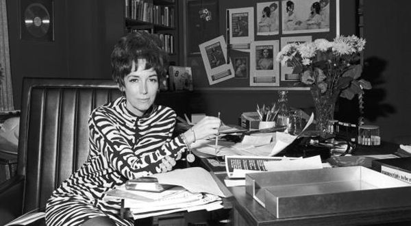 Helen Gurley Brown, Who Gave Cosmopolitan Its Purr, Is Dead at 90 - NYTimes.com