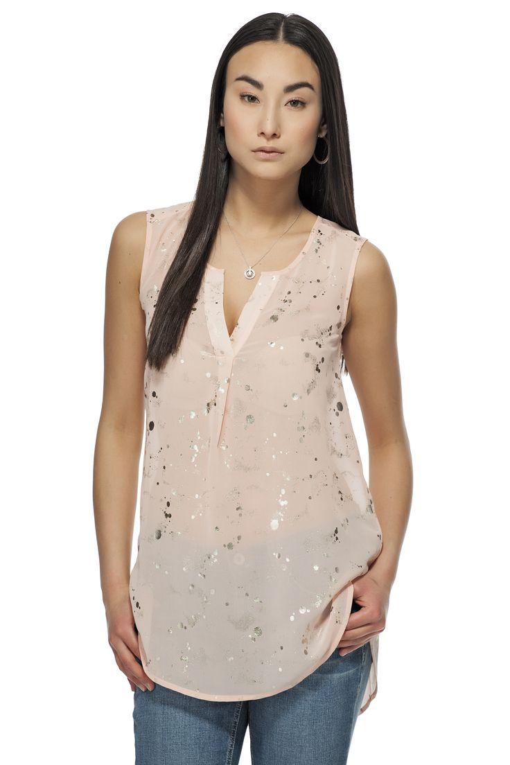 Haut à imprimé métallique / Metallic printed sleeveless top https://www.tristanstyle.com/en/femmes/chemisiers/haut-a-imprime-metallique/10/fv010c1073z/