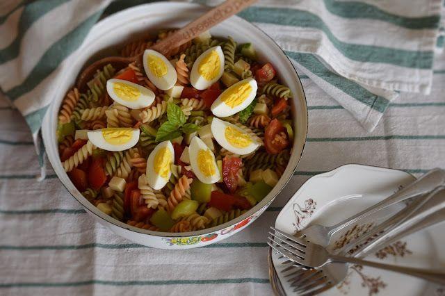 CÁCORkA: Těstovinový salát se sýrem a vajíčkem