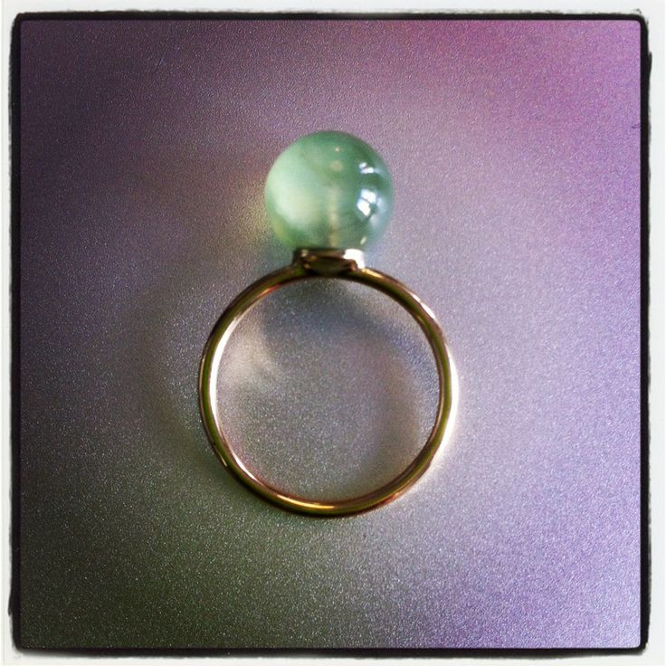 Big Drop ring in gold and prehnite The gem that helps you find out who you really are