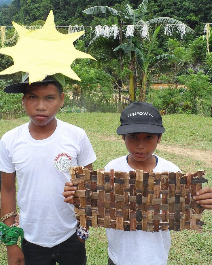 These Iraya Mangyan children from Paminhian demonstrate how solar power works with a sun paper cutout and a solar panel woven from local materials. (San Teodoro Oriental Mindoro) . . . . . #solarph #solarenergy #solar #energy #solarenergie #solarenergieph #solarpower #sustainable #sustainableenergy #offthegrid #empoweringlives #philippines #education #educationph #solarsuitcase #globalgiving #crowdfunding #fundraising #fundraisingph #nonprofit #volunteerph #volunteerphilippines #volunteer…