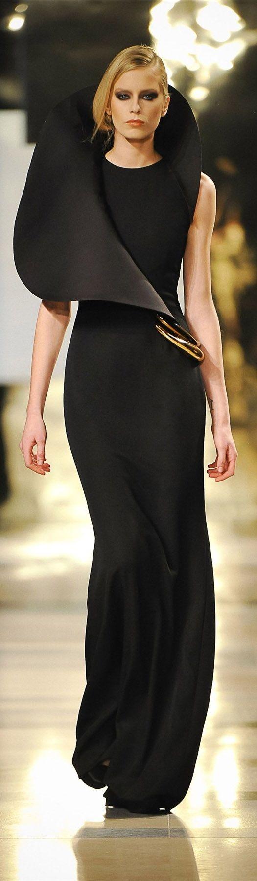 Stéphane Rolland, 2011, Haute Couture, Paris, future fashion, model, fashion girl, futuristic look, black dress, black clothes,girl in black by FuturisticNews.com