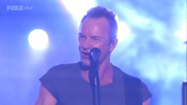 American Music Awards 2016: Sting proves he hasn't aged since the '90s.