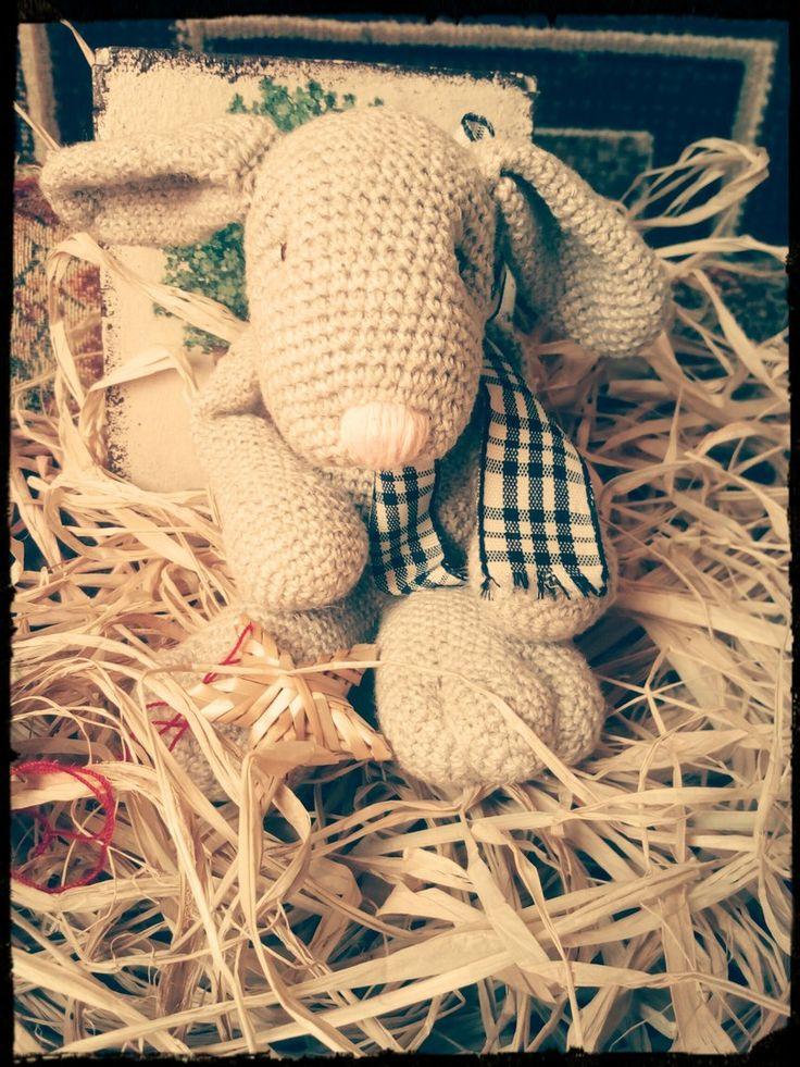Кролик из натуральной пряжи крючком, наполнитель холлофайбер, деревянные бусинки для глазок, пряжа - 50% хлопок, 50% лён