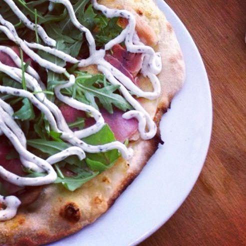 De beste pizza van Amsterdam? Check hier waar je die eet! Mijn persoonlijke top 10 allemaal getest. Renato's, Pink Flamingo, Bidou, Yam Yam and many more... http://www.mytravelboektje.com/?p=788&preview=true