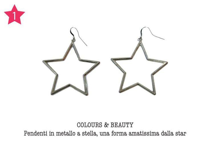 COLOURS & BEAUTY - Pendenti in metallo a stella, una forma amatissima dalla star.