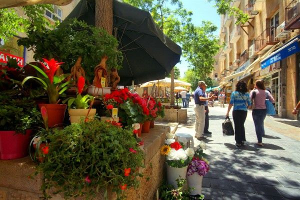 A pedestrian street in Jerusalem.  (Israeli Ministry of Tourism photo by Noam Chen)