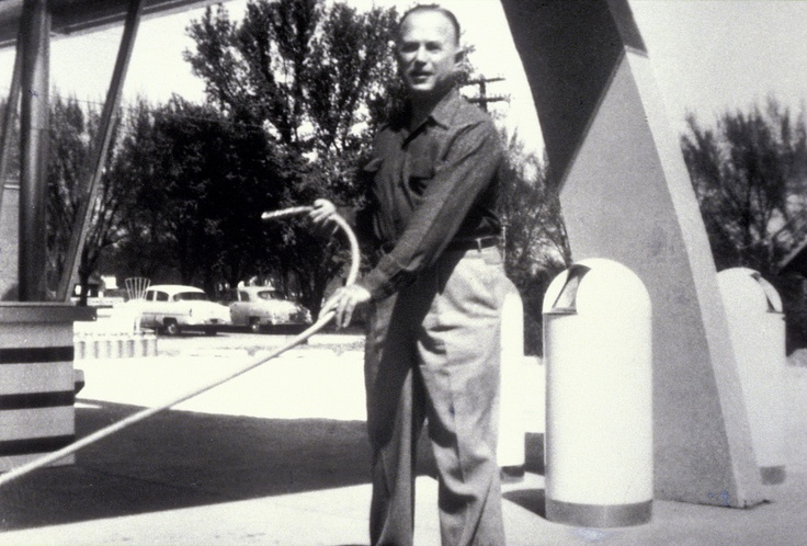 Raymond kroc and the history of mcdonalds corporation