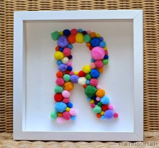 Inicial con pompones para decorar - Diy: Monogram Art (by Mimosorum)