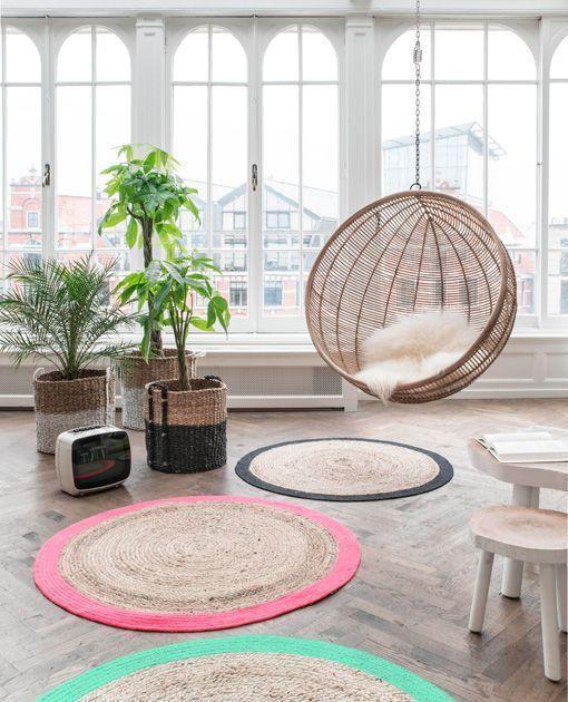 Fibras y materiales naturales: asiento de ratán y alfombras de cuerda