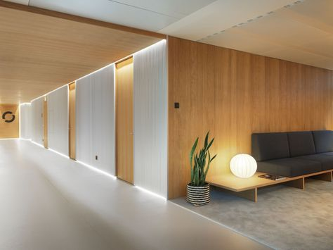 A Modern And Original Architecture With An Aspect Of Comfort High Technology That Respects The Clinic Interior DesignClinic