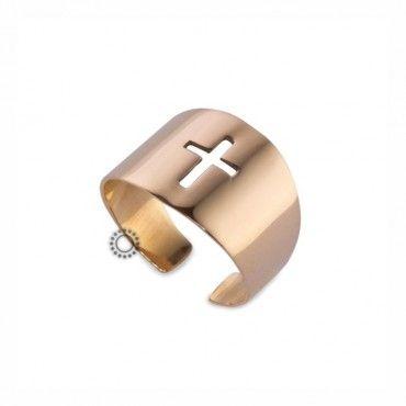 Ένα μοντέρνο ανοικτό δαχτυλίδι τύπου σεβαλιέ (chevalier) σε ροζ χρυσό Κ14 κομμένο στο κέντρο σε σχήμα σταυρού. Διατίθεται σε ό,τι χρώμα μετάλλου επιθυμείτε. #σεβαλιε #χρυσο #δαχτυλίδι