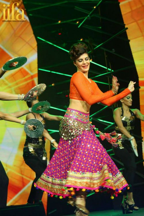 Bollywood dancing by Jacqueline Fernandez at IIFA award show in Malaysia 2015