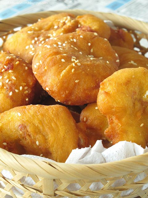 Ham Chim Peng(Chinese Doughnut) with glutinous rice & Nam Yue咸煎饼 by Nasi Lemak Lover (http://nasilemaklover.blogspot.c, via Flickr