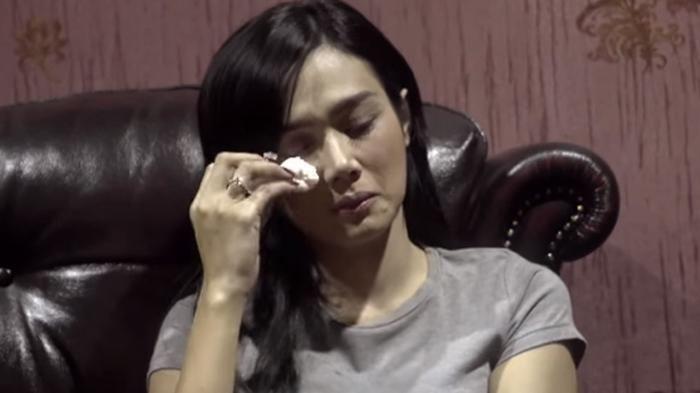 Mulan Jameela Bawa Koper Sendirian di Bandara, Netizen : Mau Kabur Dari Jeratan…