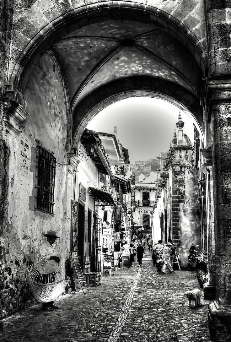 Calle del arco taxco guerrero in mexico home of silver