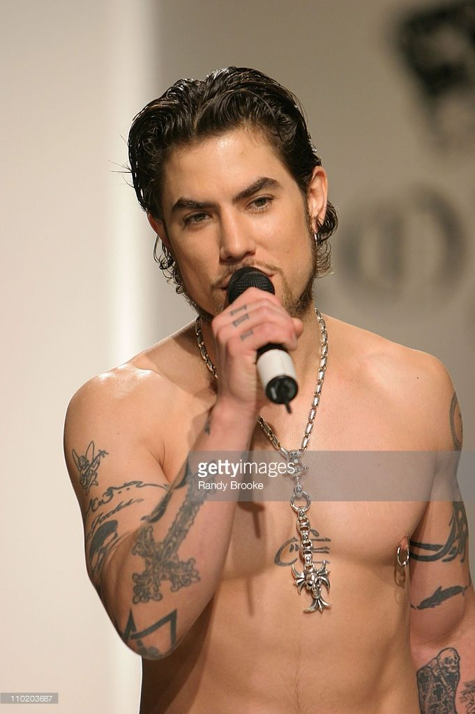 Dave Navarro before the show wearing Lords Fall 2004