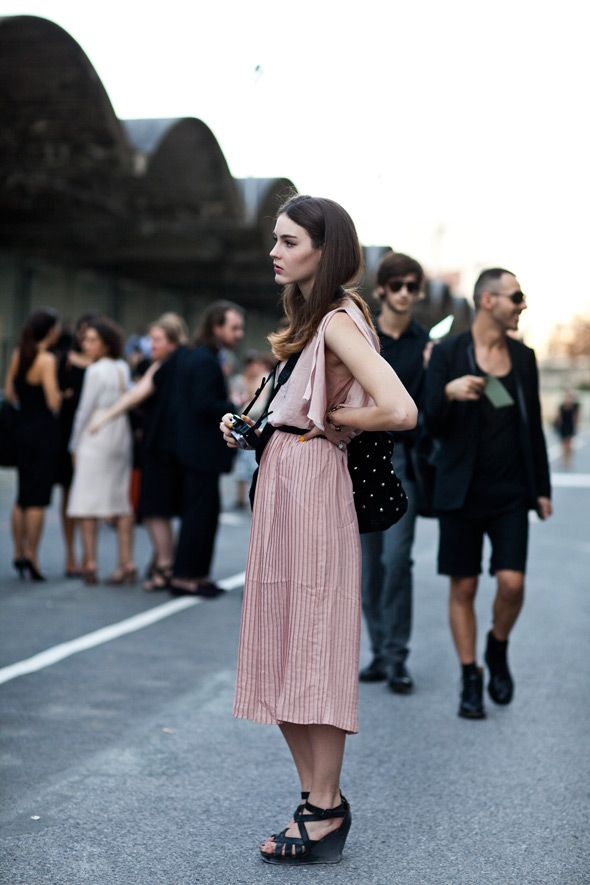 dress and shoesFashion, Nails Colors, Soft Pink, Dresses Shoes, Street Style, Runway Dresses, Pale Pink, The Dresses, Pretty Photographers