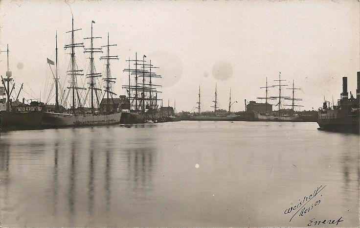 4 stk Sejlskibe i Korsør havn, ved fortæjningen til hj, ses Hjulfærgen H/F Storebælt