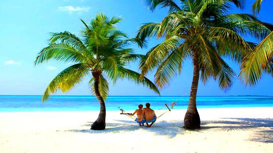 Situato nella parte nord dell'atollo di Lhaviyani, a circa 150 km dall'aeroporto di Male, si raggiunge in 35 minuti di volo in idrovolante. Una bellissima isola molto grande, coperta di palme, circondata da più di 3 Km di spiaggia bianchissima e da una laguna azzurro cielo. #Evolutiontravel #Maldive #AtollodiMaleNord #SunIsland #Diving #Snorkeling