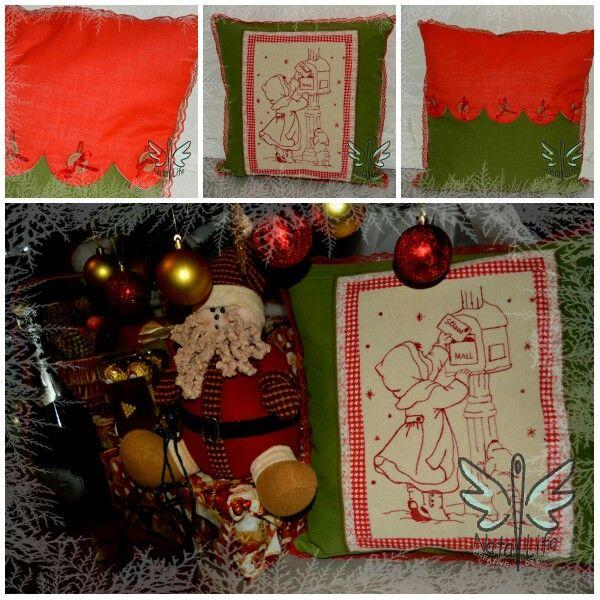 Рождественская подушка с вышивкой в стиле рэдворк. Redwork