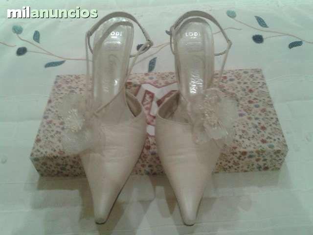 . Zapatos Lodi N� 39, color Beige.                                                      .  .