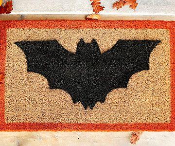 Halloween door mat:  Welcome Mats, Halloween Decor, Halloween Doormats, Diy'S, Halloween Crafts, Bats Them Doormats, Halloween Diy, Batthem Doormats, Bats Doormats
