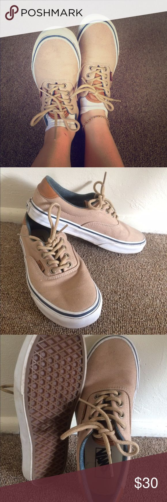 Canvas Vans skate shoes Tan, canvas Vans sneakers. I've worn them a few times but they are it really great condition! Vans Shoes Sneakers