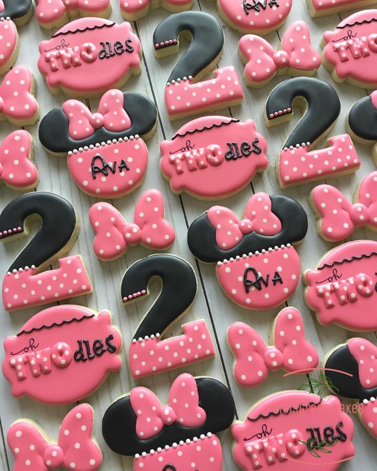 Minnie Mouse sugar cookies for Ava who is turning two! Polka dots galore, and bo…