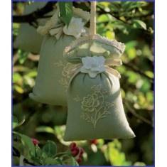 £6   Il tesoro delle essenze; piccoli tesori del profumo delicato coccolano la vostra biancheria di casa, i cassetti e gli armadi.         Sacchetti profumati di essenza alla gardenia, chiusi da un decoro in gesso anchesso a forma di gardenia