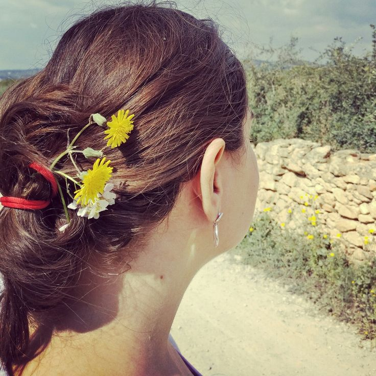 Paseo de domingo #nature #naturaleza #belleza #mujer #hair #flowers #flores #camino #rural #vintage #brownhair #face #rostro #free #relax