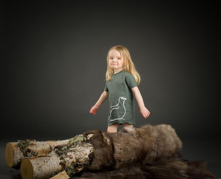 www.klappi.se #Ekologiskabarnkläder från #Lappland #norrland. #eko #ekoreko #ekologisk #svenskdesign #ekokläder #giftfritt #kläppi #klappi.se Product: #tshirt #grey #grå #white #vit #Lapland #grouse #ripa. #eco #oekotex100 #lovefromlapland #swedishlapland #fairtrade #organiccotton #organic #scandinavian #schwedischen #organickidswear #kidsfashion #sustainablefashion #sustainable #gots #swedish #swedishdesign #swedishbrand