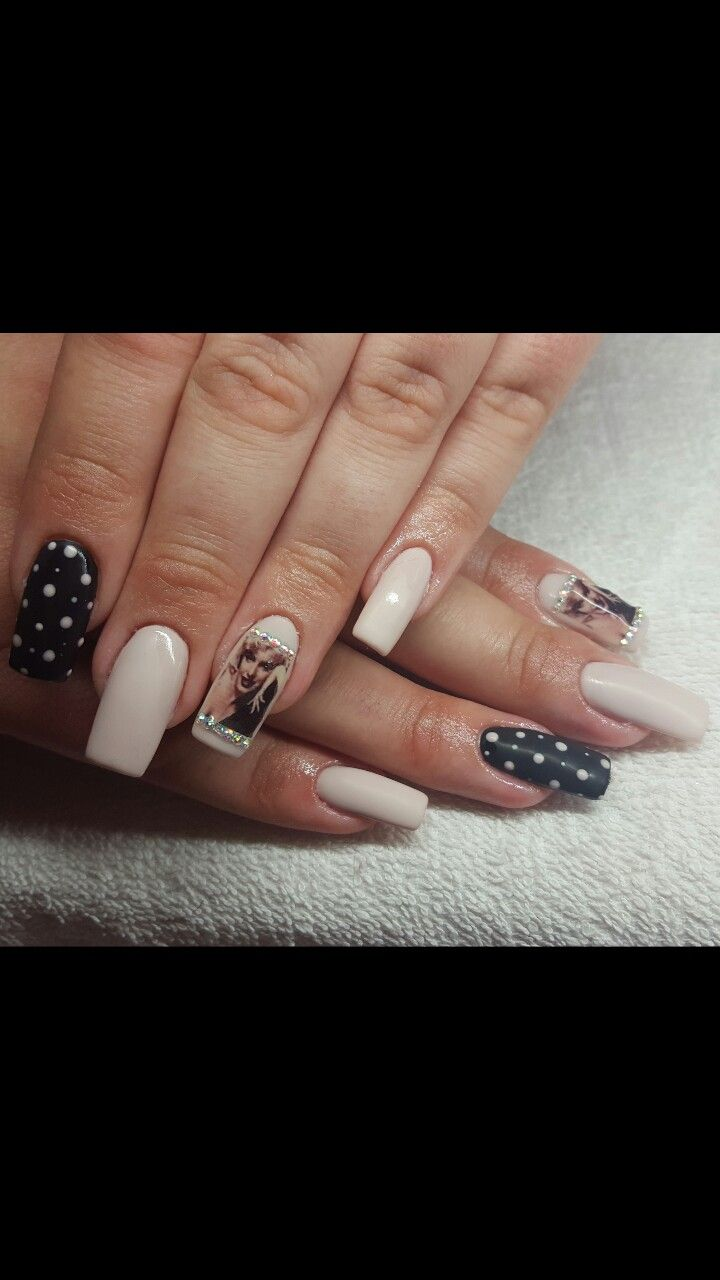 #Gel #Square_Nails #Beige_Nails #Black_Nails #Marilyn_Monroe