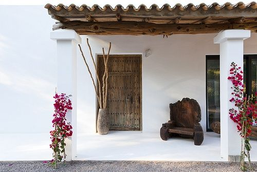 1 The beautiful houses of Ibiza and Formentera... I just love the mix of white and wood with a touch of color, that's what I cal...