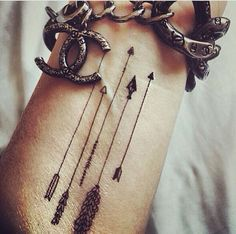 Want a tat that represents my children. Love the idea of the arrows! My quiver full!