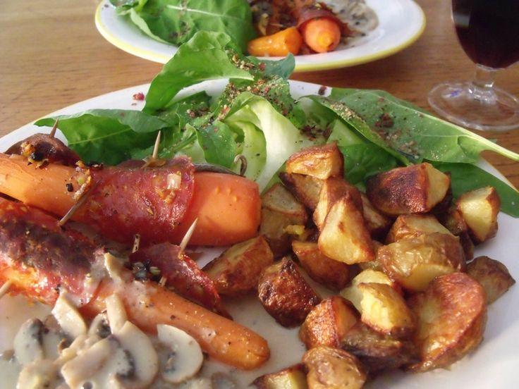 Carottes rôties, pommes de terre sautées, sauce à la crème