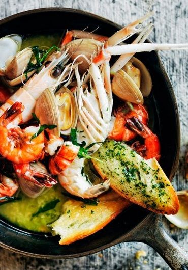 """DONNA HAY'S GARLIC TARRAGON PRAWN & CLAM HOTPOT ~~~ this recipe is shared with us from, """"donna hay magazine"""". directions cannot be found online as of the date of this pin, but the ingredients are as follows: scallion, baguette, clams, garlic, parsley, tarragon, black peppercorns, ghee, scampi, tiger prawns [Donna Hay] [eatyourbooks] [shrimp prawn]"""