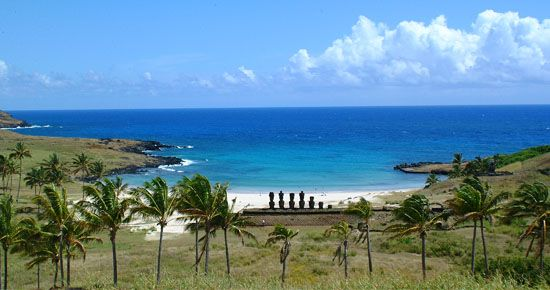 La playa Anakena se encuentra a 18 kilómetros de la ciudad de Hanga Roa