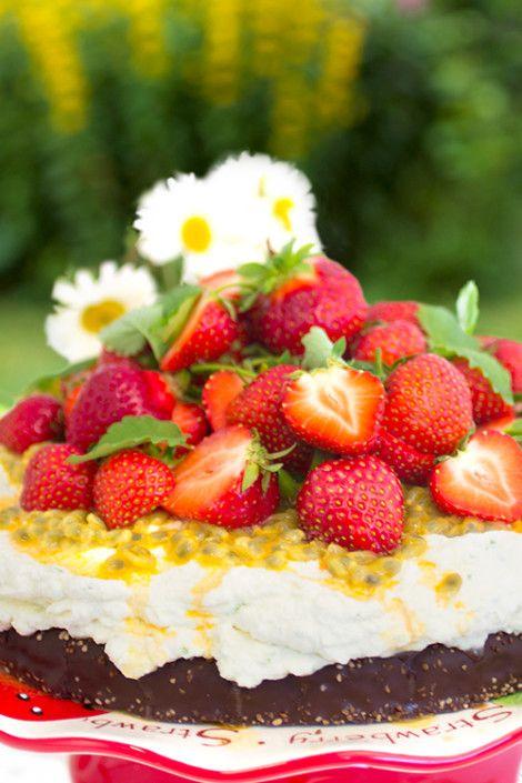 Jordgubbstårta med passionsfrukt & limegrädde