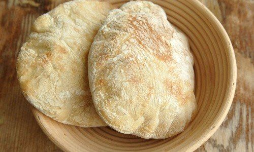 Hembakta pitabröd slår det mesta. Pitabröd är goda att fylla med gyroskött, kebabkött eller grillad kyckling