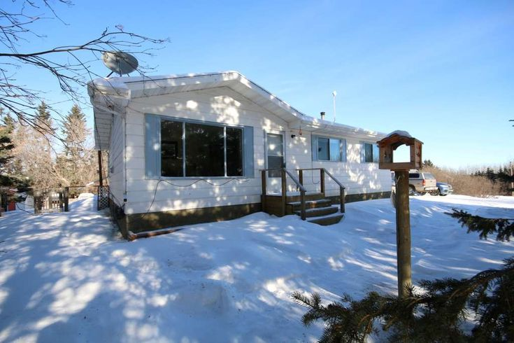 BUNGALOW ON 3.04 ACRES MINUTES FROM ONOWAY