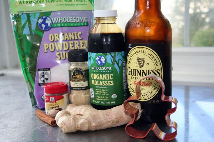 A recipe for vegan gingerbread cookies, made with Guinness Extra Stout, which is in fact a vegan beer.