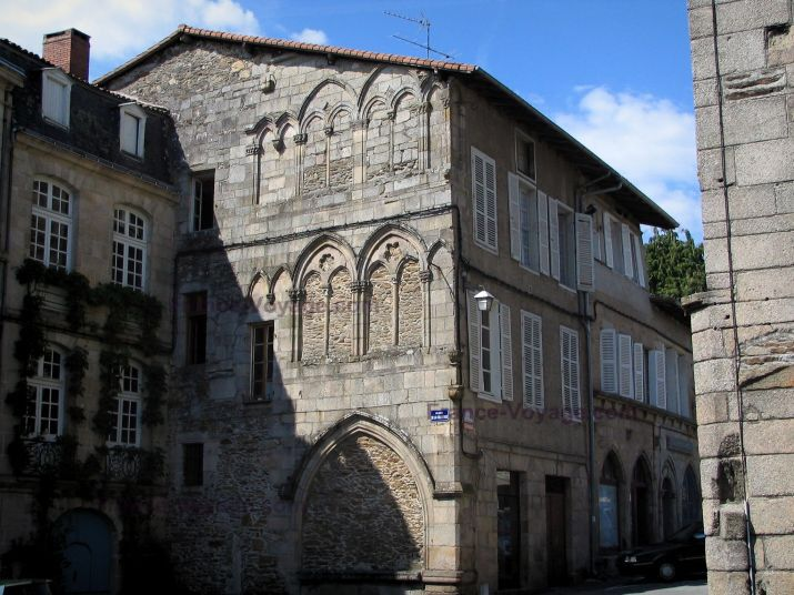 Image from http://www.france-voyage.com/visuals/departements/haute-vienne/saint-leonard-noblat-3.jpg.
