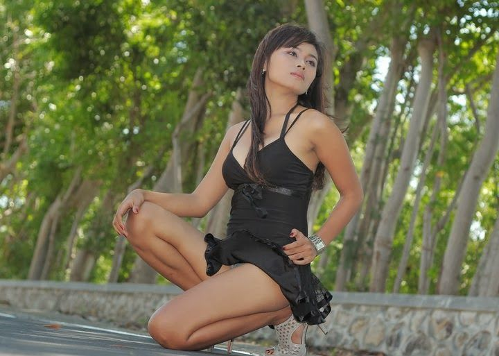 Beautiful and Sexy Girl Wearing a Black Clothing Look Attractive in a More Mrown-Up [part 2] - Lemon Petit