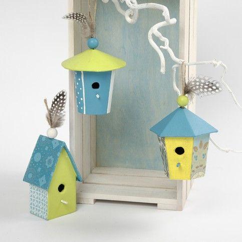 Deze prachtige vogehuisjes zijn beschilderd met acrylverf en beplakt met Decopatch papier. Zo maak je en mooie paleisjes van!