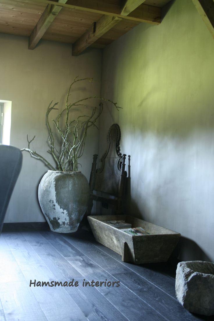 Zwarte houten vloer; Hamsmade Kalkverf Carte colori