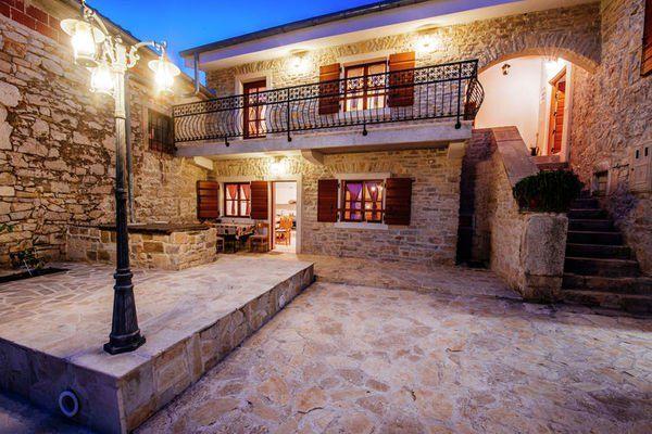 Rural house Andjelkovi dvori  Traditioneel stenen huis met zwembad gastenverblijf en ruime binnenplaats  EUR 1214.69  Meer informatie  #vakantie http://vakantienaar.eu - http://facebook.com/vakantienaar.eu - https://start.me/p/VRobeo/vakantie-pagina