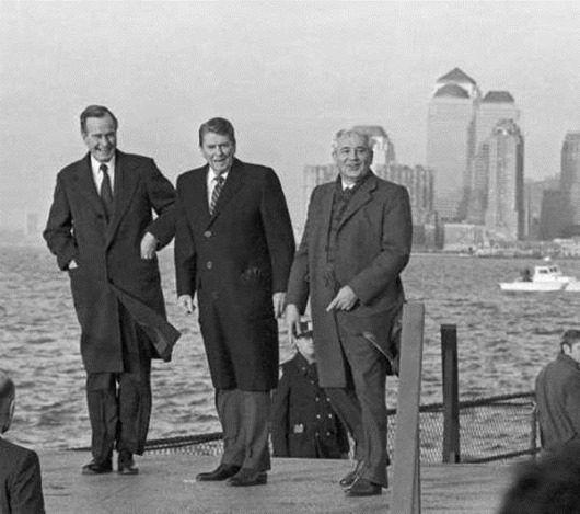 Михаил Горбачев, Рональд Рейган и Джордж Буш в адмиральском доме на острове Гавернорс-Айленд. 1989 год